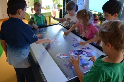 Słoneczna Szkoła Podstawowa - stół interaktywny