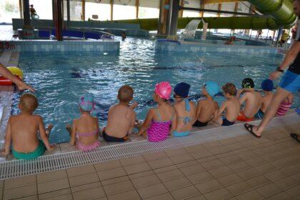 Słoneczna Szkoła Podstawowa - zajęcia na basenie w Wołominie